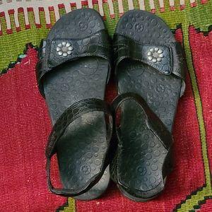 Taos Black Sandal Size 9